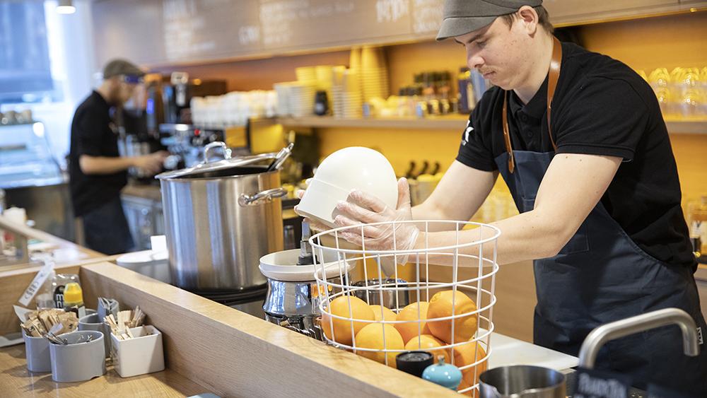 Arbetstagare på ett kafé